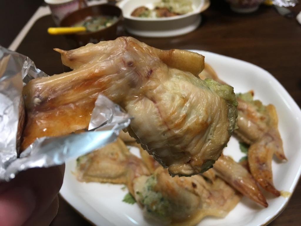 焼きたてでタネも多いので非常にジューシーで美味しくできた手羽餃子