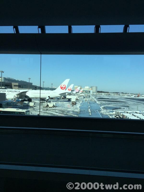 大雪の翌日の成田空港