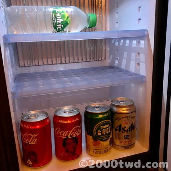 冷蔵庫の中身(ミニバー)