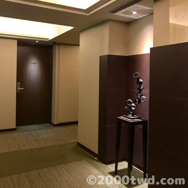 客室エリアのエレベーター前