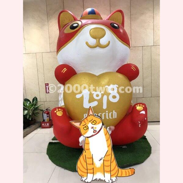 台北松山空港内エバーリッチ免税店の犬オブジェ