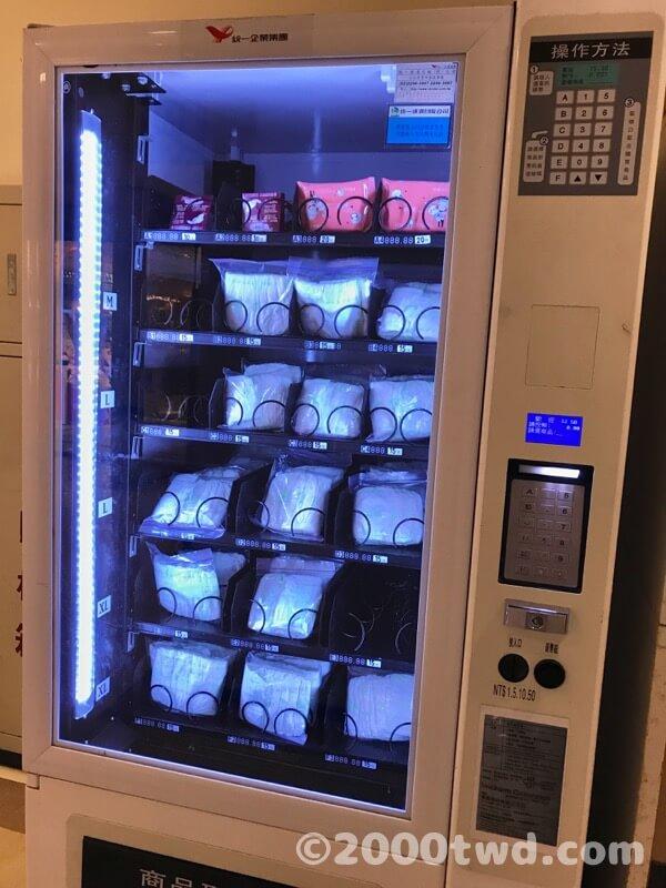 新光三越台北站前店8階トイレ前のオムツ自販機