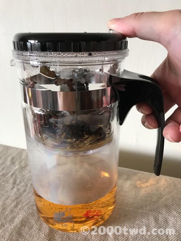 お茶が一気に落下する