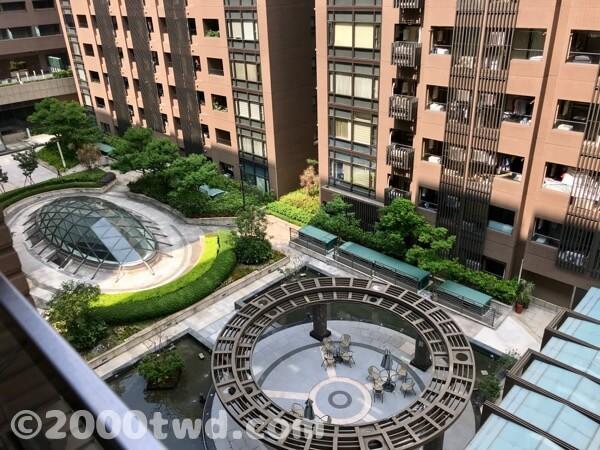アパートメントの中庭