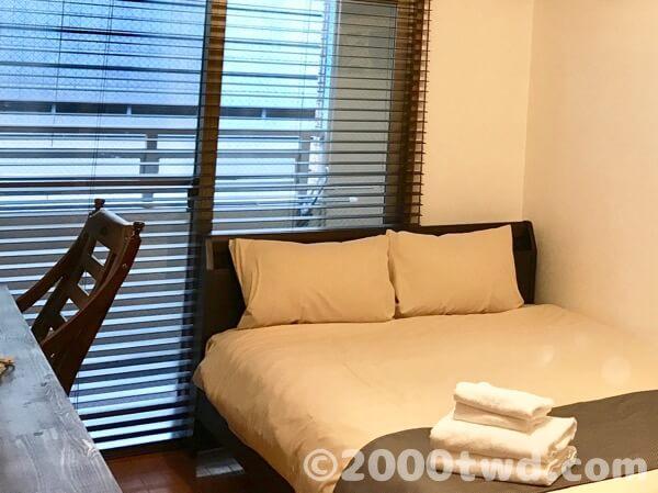 広めのワンルームマンション風の客室