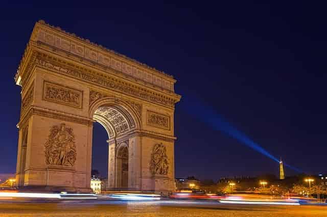 パリのッ凱旋門