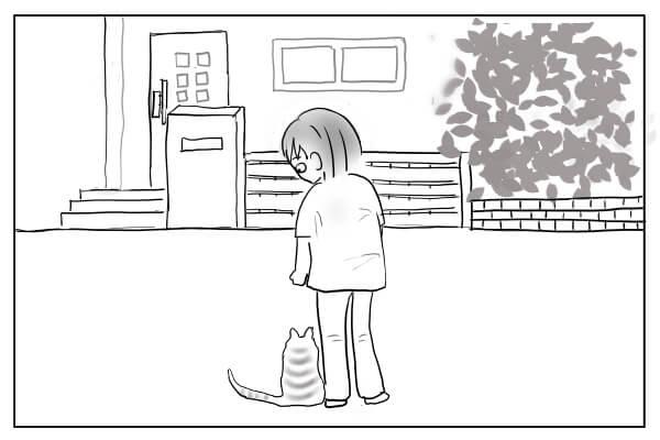 足元に寄り添う猫
