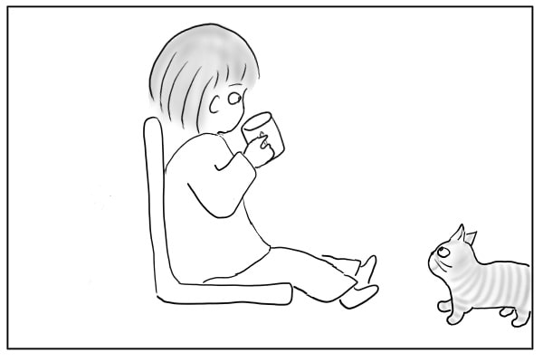 コーヒーを飲む女