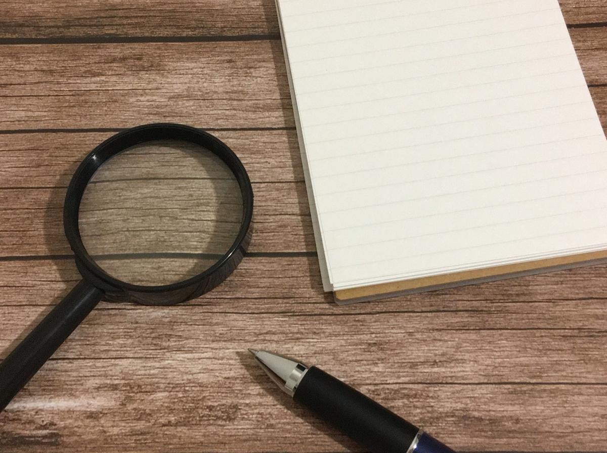 虫眼鏡と紙とペン