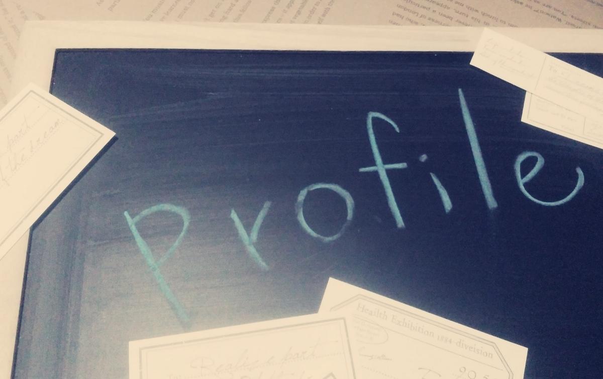 黒板にProfileの文字