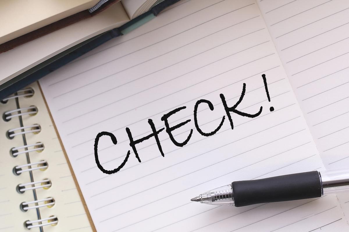 メモ紙にCHECK!の文字とペン