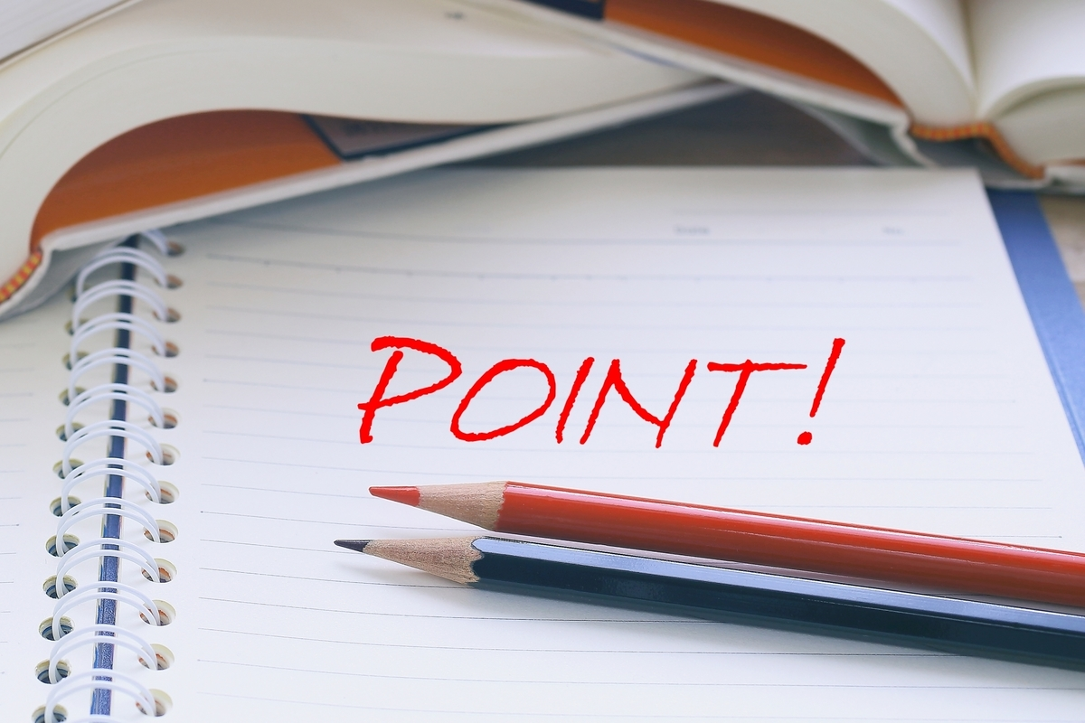 POINT!の文字と赤鉛筆と青鉛筆