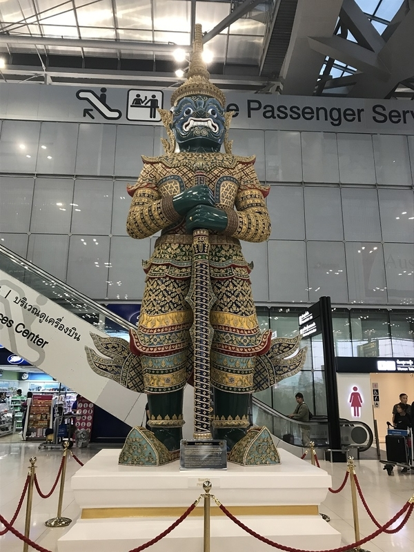 バンコク・スワンナプーム国際空港の像