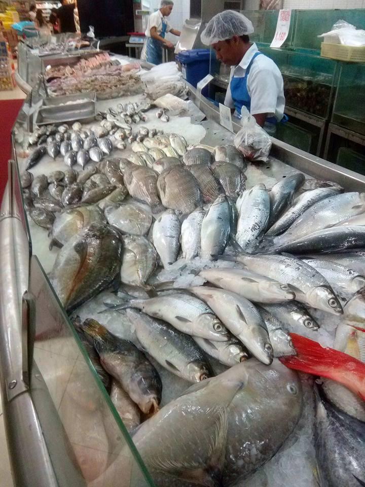 アヤラモールのスーパーのお魚コーナー