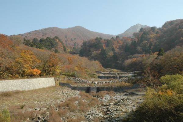 大山寺橋から宝珠山を見る