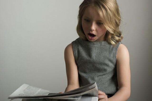 新聞を読み比べるイメージ
