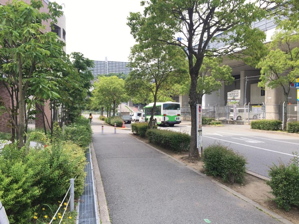 妙法寺駅近辺緑豊かな道路