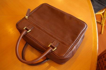 シーリングファスナーの手提げ鞄