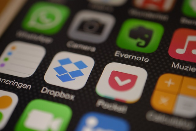 Dropboxなどのオンラインストレージに著作物をアップする際は注意が必要だ。