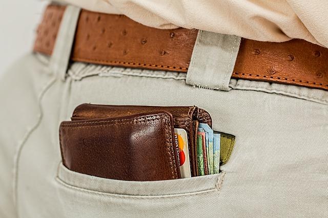 財布に入れられる薄型のスマートタグもある。