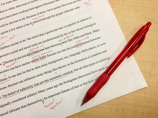 文章の構成や参考文献の書き方は、専門のスタッフに見てもらいましょう。