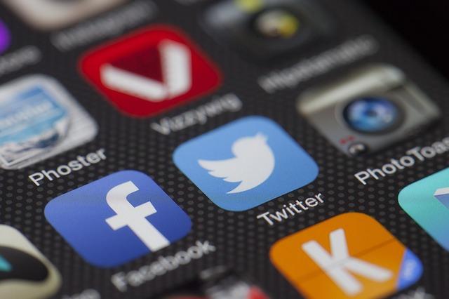 TwitterやFacebookのようなソーシャルメディアは店の宣伝にとって重要。