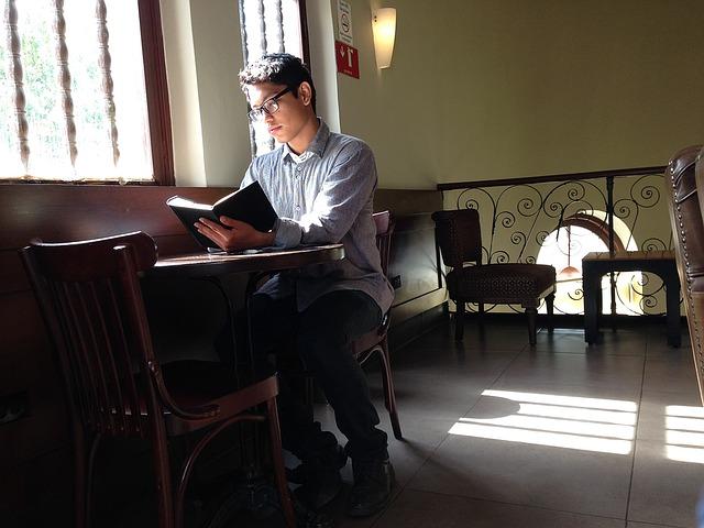 勉強を禁止していないカフェでも、マナーが悪いと禁止される場合もある。