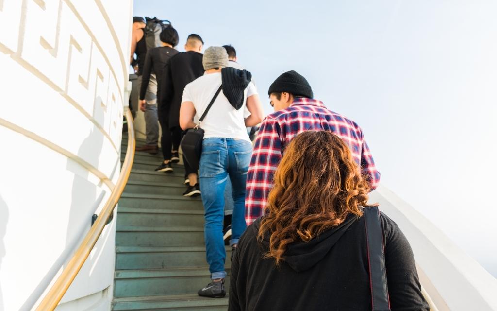 ATMの用途が増えることで、ATM周りの混雑が懸念される。