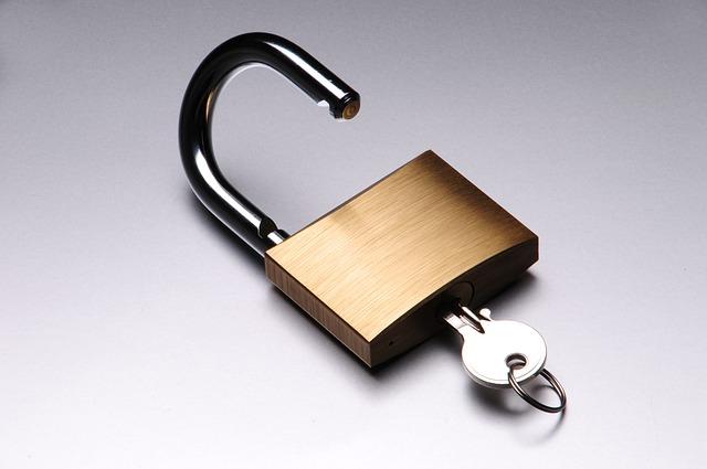 パスワード管理ソフトに複雑なパスワードを作らせて、覚えさせれば流出の被害は減らせる。