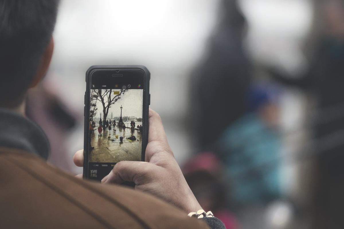 マスコミによる動画の無断使用に対し、ユーザーからは怒りの声が上がっている。