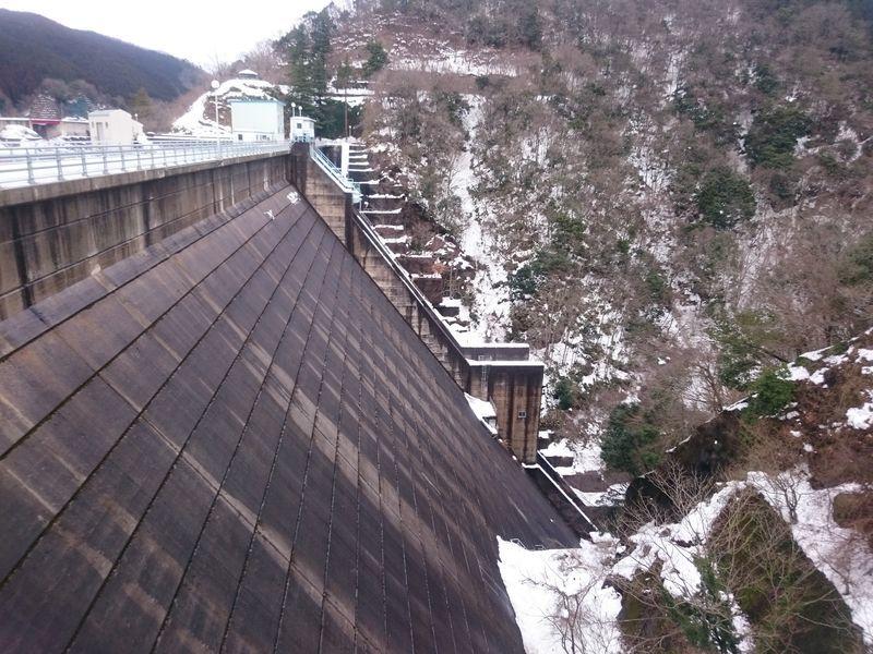 冬の菅沢ダムn