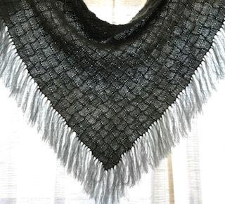 バスケット編みの三角ショール
