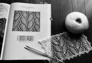 ハープサルレースの本と試し編み