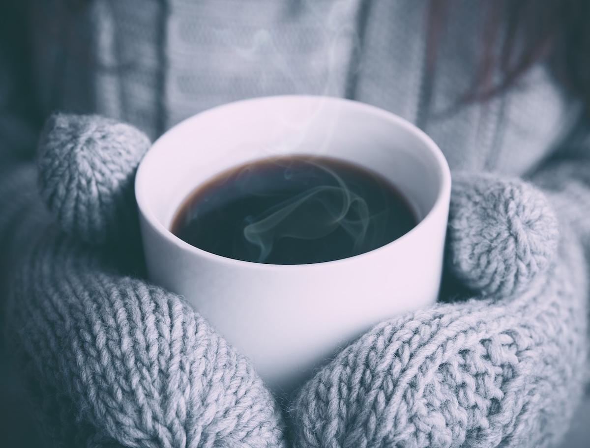 温かい飲み物を。