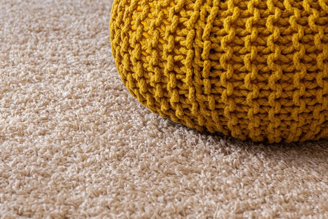 床でカルタができるのでカーペットは重宝。