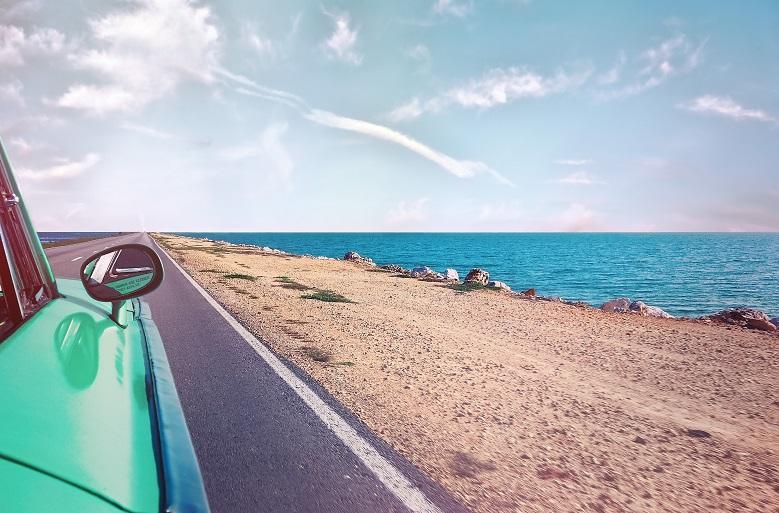 海外でレンタカー借りて旅行したいです。