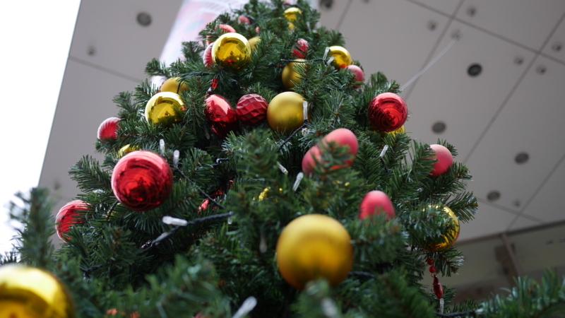 駅ビルのクリスマスツリー