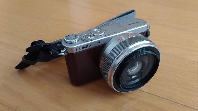 カメラを写真に撮るにはハンドストラップが良い
