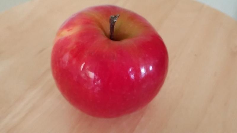 洗った後も光沢があるピンクレディーというリンゴ
