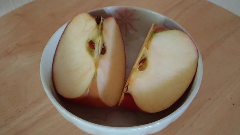 ピンクレディーというリンゴを食べてみる