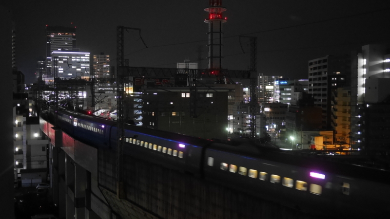 駅へ向かう新幹線3