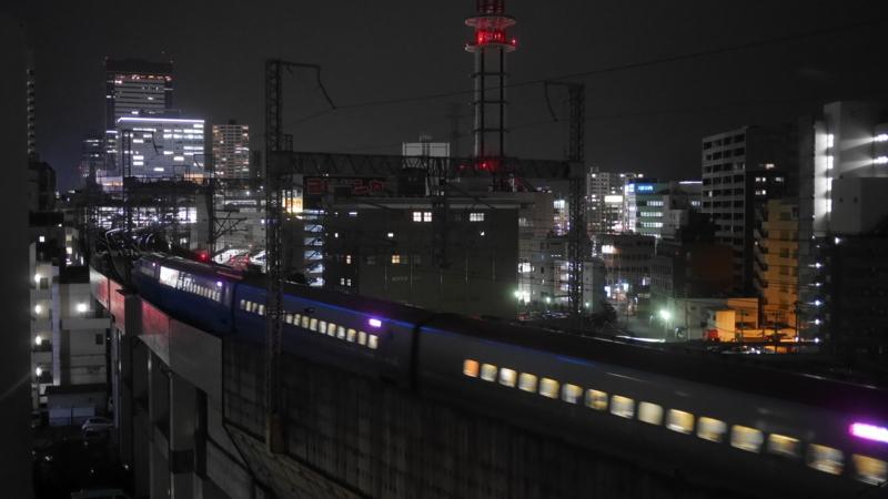 駅へ向かう新幹線2
