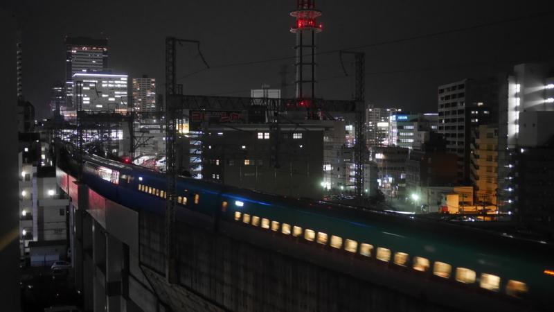 駅へ向かう新幹線8
