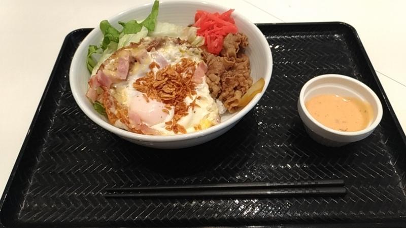 羽根つきチーズベーコンエッグ丼(紅ショウガ付き)