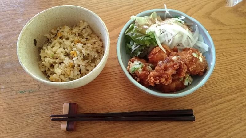 器に移した高菜炒飯&油淋鶏