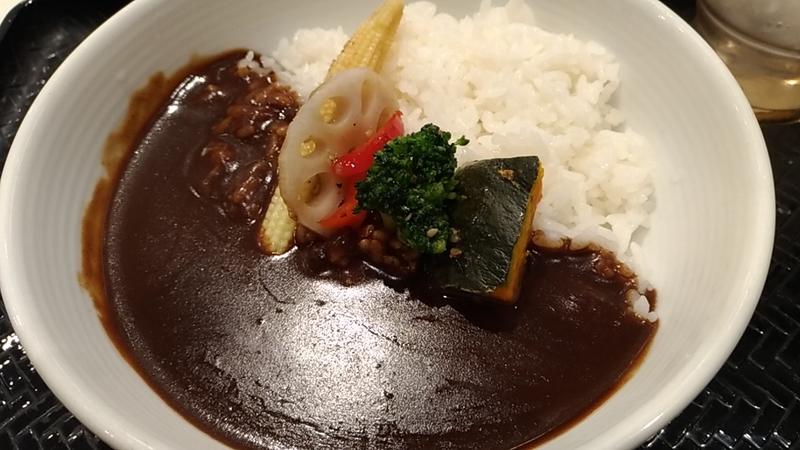 温野菜がのった吉野家の黒カレー