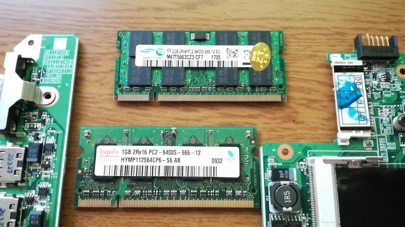 上が新しい2GBメモリ