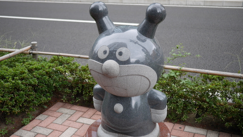バイキンマンの石像