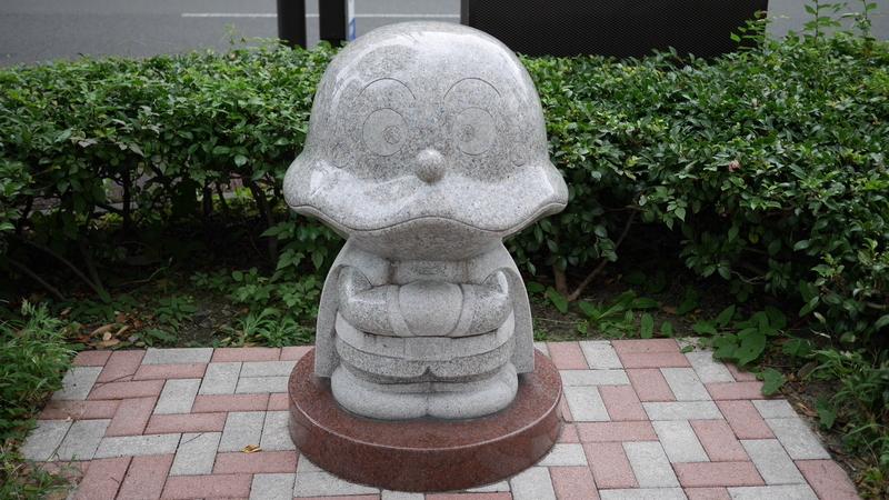 カレーパンマンの石像
