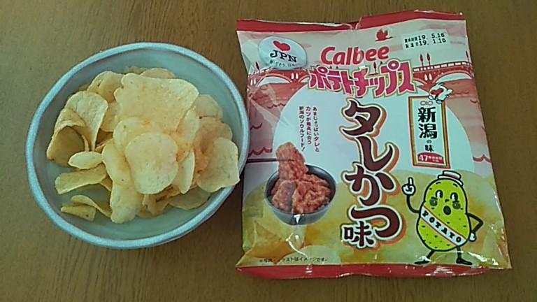 Calbeeポテトチップス_タレかつ味
